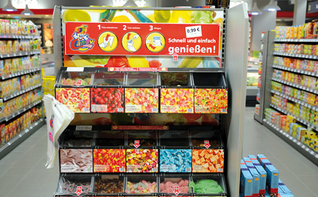 Süßes Extra: Mit der Candy-Station macht Rainer Rentschler gute Erträge zusätzlich. Bei den abgepackten Süßwaren hat er keine Einbußen.