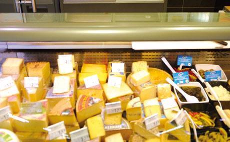 Mehr Platz: Die Käsetheke wurde größer.