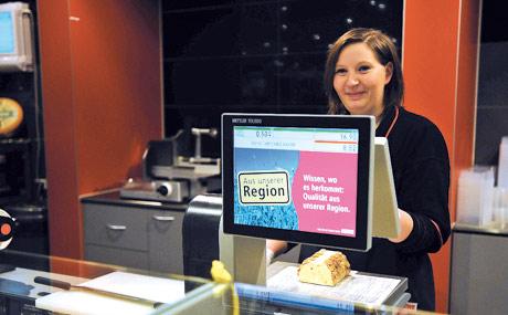 Information: Warenkunde und Rezepte finden sich auf Bedienwaagen und im Theken-TV.
