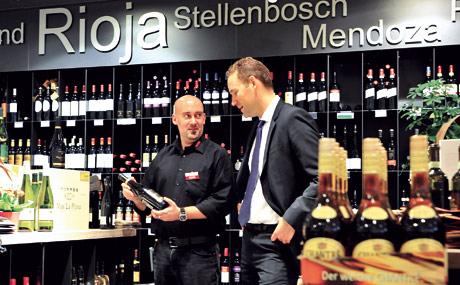 Kompetenz: Die Weinabteilung ist traditionell eine besondere Stärke von Rewe Hannig.