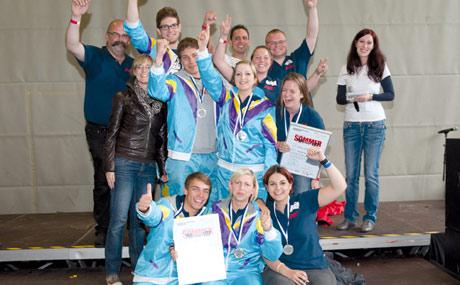 Doppel-Silber: Die Mannschaft HIT Parade - Die UnSCHLAGERbaren der Hit Handelsgruppe sicherte sich nach dem zweiten Platz im Zeltwettbewerb auch im Wettkampf um den begehrten Titel die Silber-Medaille.