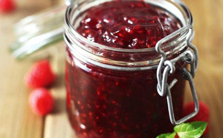 Beeren schmecken pur, als Kuchenbelag, im Quark oder Müsli. (Bildquelle: fotolia)
