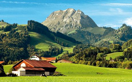 Typische Landschaft in der Westschweiz.