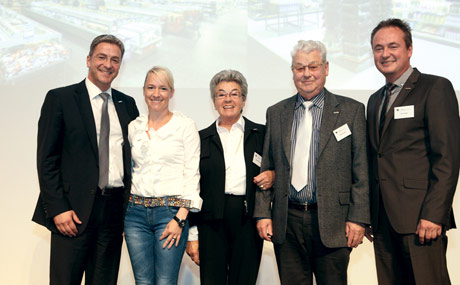 Menschen, Märkte, Emotionen: Mit diesem Motto empfing die Gastgeberfamilie, (v.l.) Dierk, Doris, Waltraut, Peter und Jan Frauen, die Teilnehmer der 148. MLF-Tagung in Hamburg. (Bildquelle: Rosendahl)