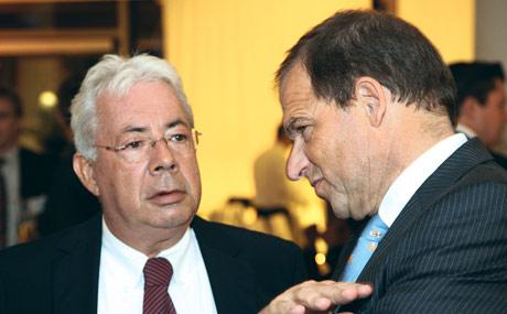 Redselig: Am Eröffnungsabend in der Unilever-Zentrale in der Hamburger Hafencity hatten sich Unilever-Chef Harry Brouwer (r.) und Edeka-Aufsichtsratschef Adolf Scheck einiges zu sagen. (Bildquelle: Rosendahl)