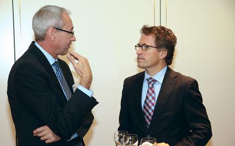 Austausch: Nach seinem Vortrag nahm sich Edeka-Chef Markus Mosa (r.) Zeit fu?r ein Gespräch mit BVL-Hauptgeschäftsfu?hrer Franz-Martin Rausch. (Bildquelle: Rosendahl)