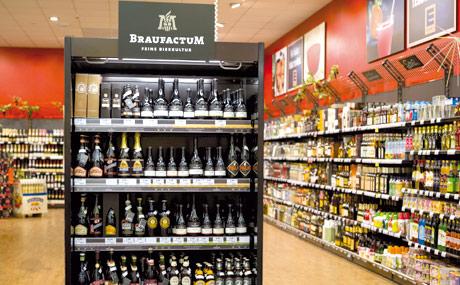 Aufmerksamkeitsstarke Präsentation von Craft-Bieren im E-aktiv-Markt Ernst in Zweibrücken. (Bildquelle: Braufactum)