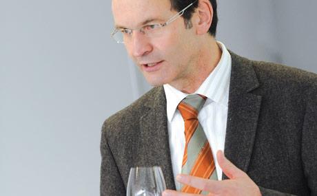 Moderator Alois Dietzen, Marketingleiter Langguth Erben, kennt als gelernter Winzer die Weinherstellung genauso wie Vermarktungs-Aspekte. (Bildquelle: Belz)