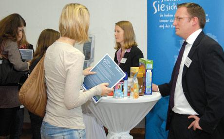 Vielfalt bietet Nestlé nicht nur in den Sortimenten, sondern auch auf beruflicher Ebene. Die Repräsentanten vor Ort waren Victoria Tornau und Thorsten Mu?ller, der in seinem Vortag Aufgaben und Funktionen des Channel Category Sales Developments skizzierte.