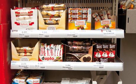 Stand-alone-Lösung an der Kassenfront für Ferrero-Produkte.