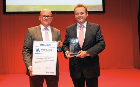 Stolz: In derNachhaltigkeitspreises.  Kategorie Projekt nahmen Gernot Döffinger und Michael Feller (FrieslandCampina) die Trophäe entgegen,...