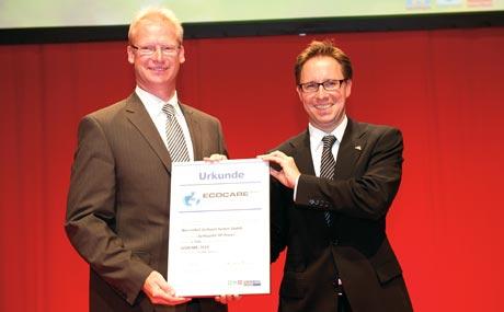 Team-Power: Bernd große Holthaus (GeProGeflügel Protein GmbH) und Dr. Ingo Stryck (Wiesenhof) nahmen die Ehrung für die PHW-Gruppe entgegen.