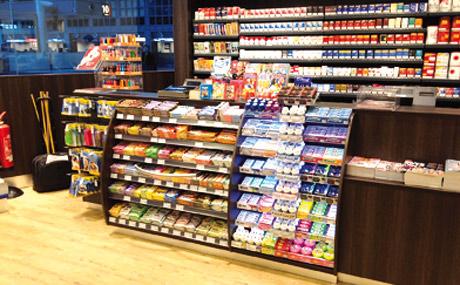 Lichtakzente ziehen bei Kassenplatzierungen die Blicke an und stimulieren zum Kauf. (Bildquelle: Wrigley)