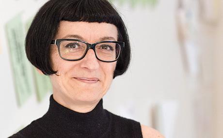 Karin Wahl beschäftigt sich mit Konzepterstellung; Schaufenster- und Showroomgestaltung und Fotostyling. Sie bietet dazu auch Schulungen & Seminare an. (Bildquelle: Peter Zembol)