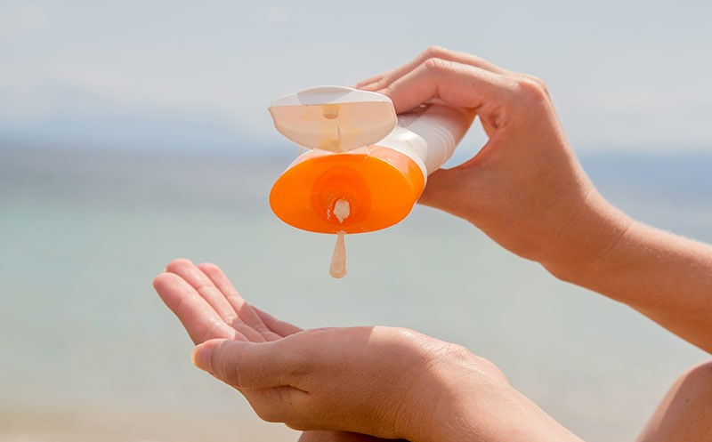 Erwirbt US-Sonnenschutzmarke Coppertone von Bayer