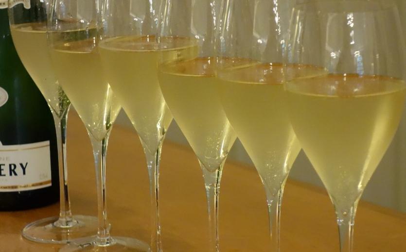 Champagner, Käse, Handtaschen: US-Regierung droht mit Strafzöllen