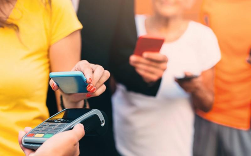 Bargeldlos zahlen: Verbraucher freunden sich mit Karten an