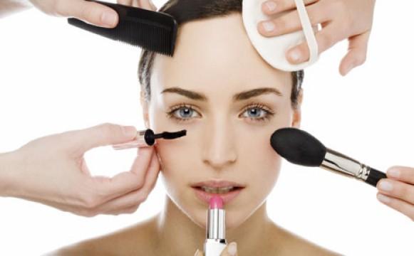 Verbraucher kaufen wertigere Kosmetik