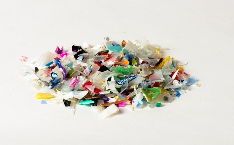 Schülerin kämpft gegen Mikroplastik