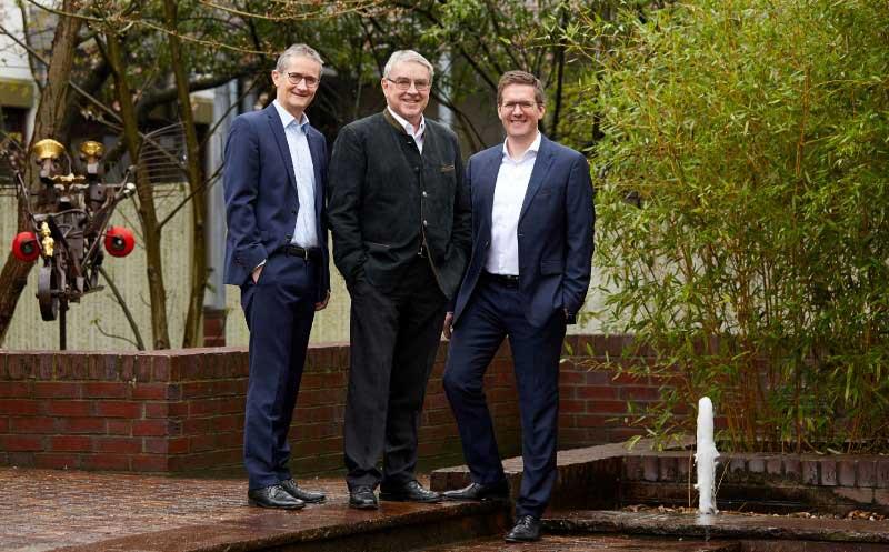 Trio führt die Geschäfte