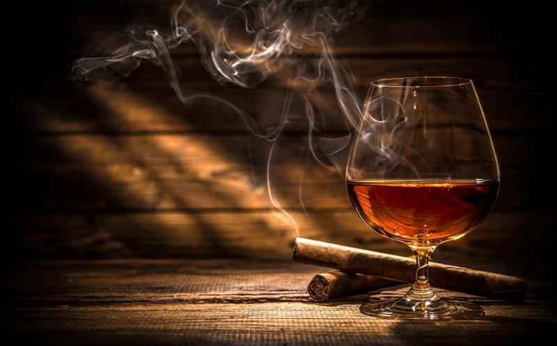 Zigarre und Rum als Genusspartner