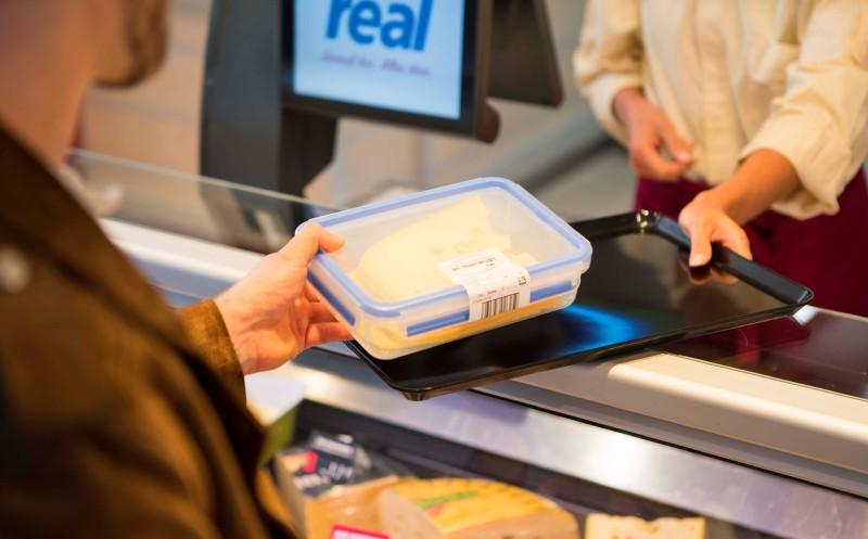 Real: Mehrwegdosen an den Bedientheken