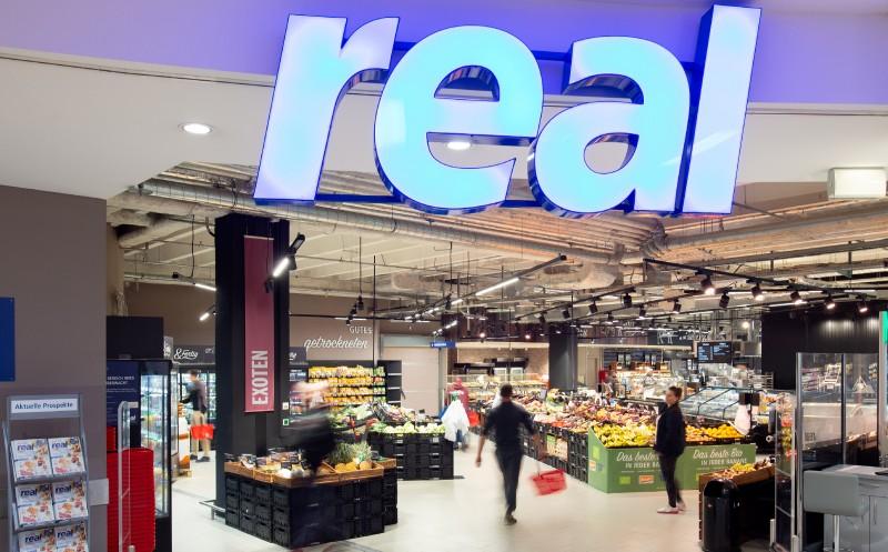 Prüft Übernahme von Real-Standorten länger