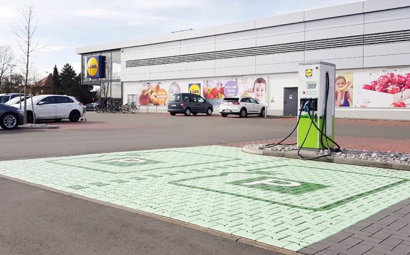 Lidl installiert Ladesäulen: Energie tanken